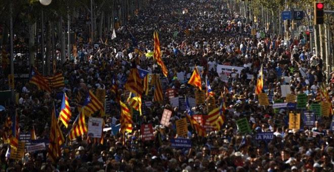 Multitud al passeig de gràcia contra la violència terrorista