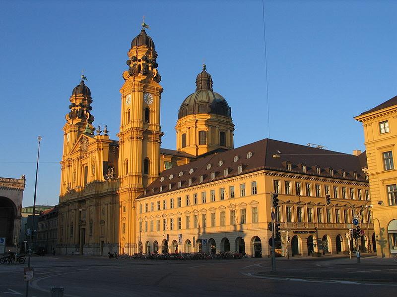 File:Theatiner Kirche Muenchen.jpg