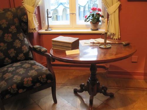 Kukkakuvioinen nojatuoli 2 by Anna Amnell