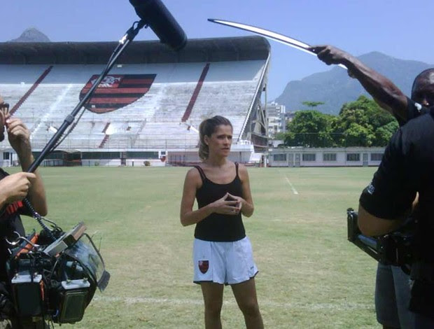 Ingrid Guimarães grava na Gávea (Foto: divulgação site oficial do flamengo)