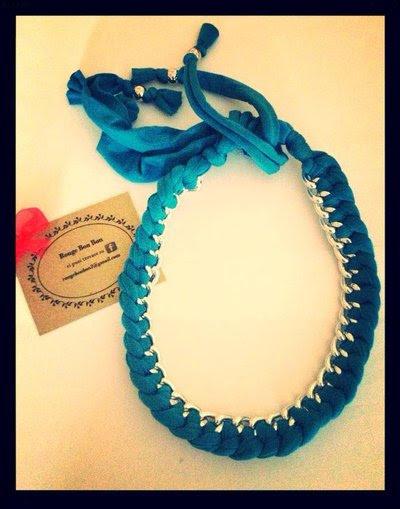 Collana con stoffa azzurra e catena color argento