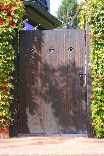 more julian hodges gates