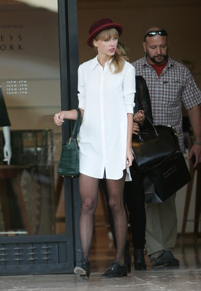 Taylor Swift goes shopping in Beverly Hills on September 30, 2013.
