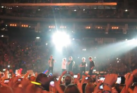 One Direction cover Celine Dion's Titanic theme tune during Berlin ...