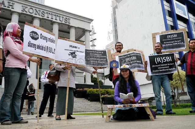 Sekolah Berembel-embel Internasional Digugat ke MK