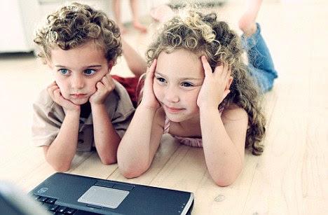 http://www.google.com/imgres?imgurl=http%3A%2F%2Fi.dailymail.co.uk%2Fi%2Fpix%2F2009%2F11%2F20%2Farticle-0-0577312A000005DC-450_468x307.jpg&imgrefurl=http%3A%2F%2Fwww.dailymail.co.uk%2Fnews%2Farticle-1229638%2FParents-ignorance-childrens-internet-habits-like-letting-roam-streets-unsupervised.html&h=307&w=468&tbnid=X07MBSl5xs59_M%3A&zoom=1&docid=oNlV-i2_i_5SYM&hl=el&ei=gzxeU5LoCcPg7Qawv4GoAg&tbm=isch&ved=0CLcBEDMoWzBb&iact=rc&uact=3&dur=710&page=5&start=85&ndsp=24