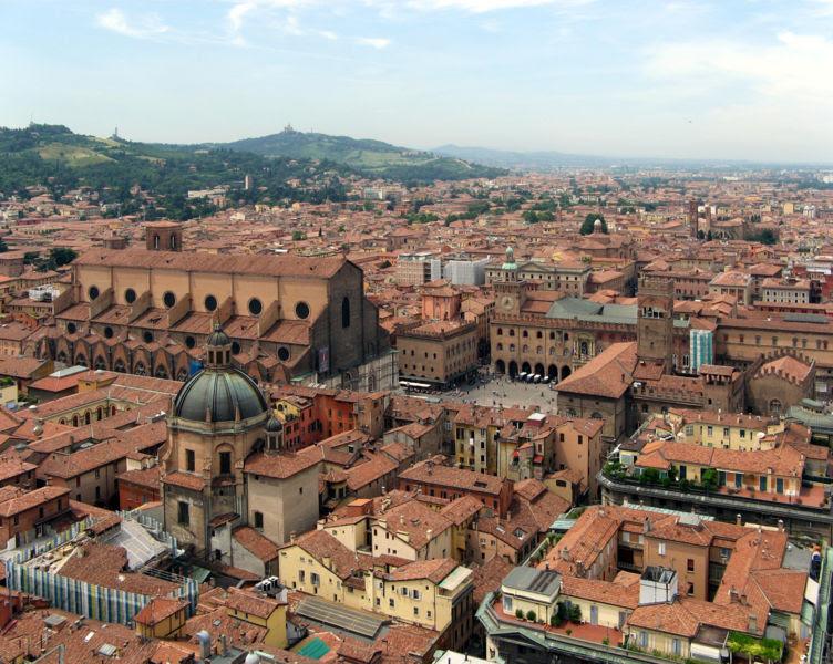 File:Bologna-SanPetronioPiazzaMaggiore1.jpg