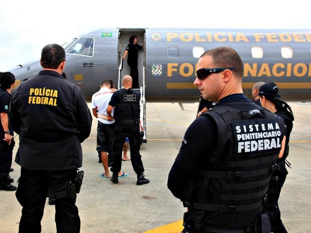 Presos embarcaram no Maranhão e desembarcaram no Aeroporto Interncional de Campo Grande (Foto: Handson Chagas/ Secom Governo do Maranhão)