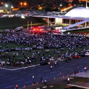 Internauta registra concentração para protesto em frente ao Congresso Nacional, na noite desta segunda-feira