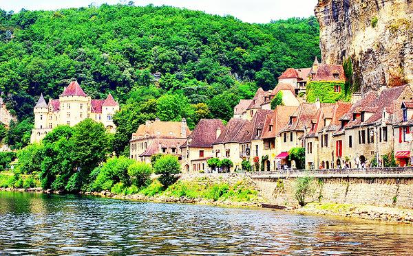 perierga.gr - Ένα μεσαιωνικό χωριό για... απαιτητικούς επισκέπτες!