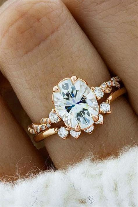 27 Sophisticated Vintage Engagement Rings To Prove Your