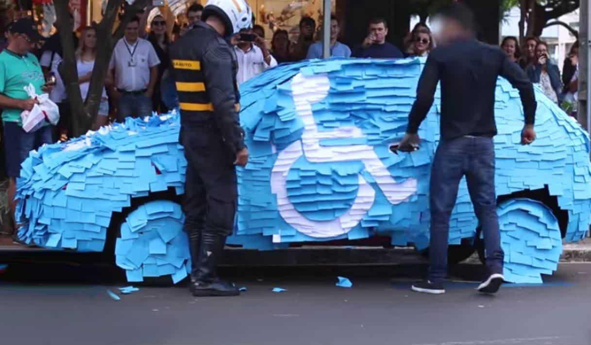 lição para quem estaciona em vaga para pessoas com deficiência