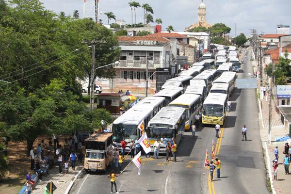 Motoristas paralisam atividades em protesto contra a assaltos a ônibus