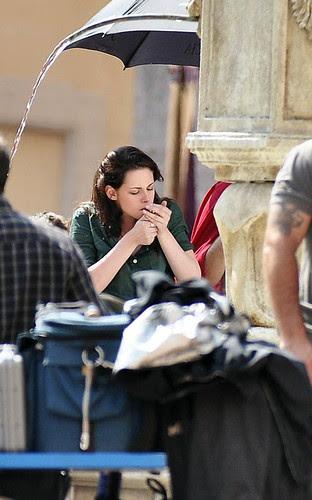 kristen stewart smoking. Kristen Stewart smoking again?