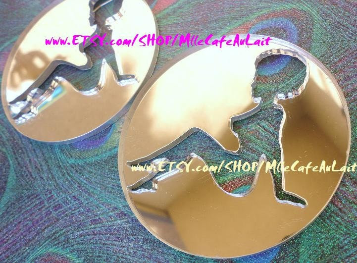 Silver Mirror Laser Cut  Acrylic Disc Earrings - GLITTER GALS (Silver Mirror SILHOUETTE Curly/ Afro Girl)