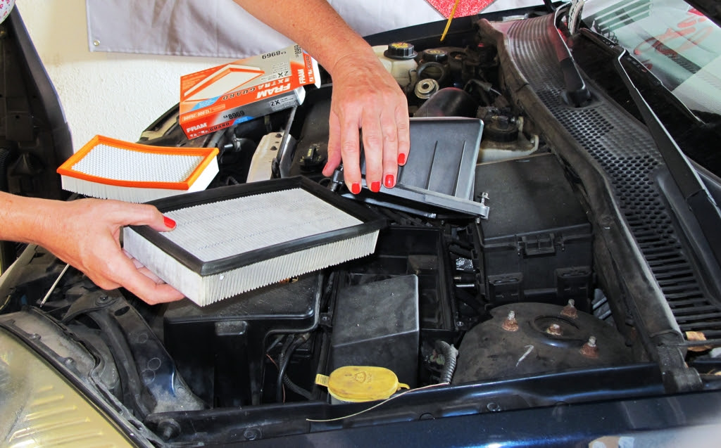 how to change air filter, 2002 ford focus air filter, 2002 ford focus zts, air filter, air cleaner, engine air filter