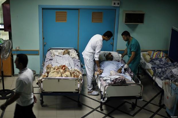 Pacientes são atendidos no hospital Wafa em Gaza em meio a aumento dos ataques de Israel (Foto: Reuters)