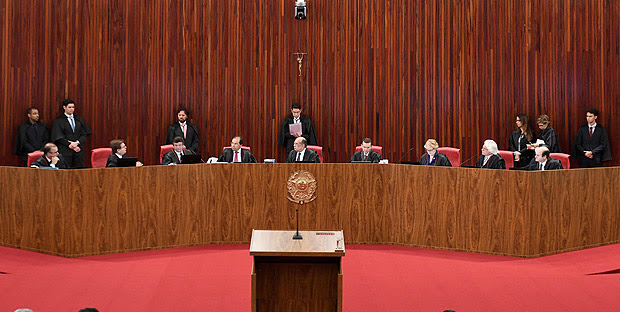 General view of the Supreme Electoral Court (TSE) session examining whether the 2014 reelection of president Dilma Rousseff and her then-vice president Michel Temer should be invalidated because of corrupt campaign funding, in Brasilia, on June 8, 2017. Judges on Brazil's electoral court were expected to start voting on the eve, in a case that could topple scandal-tainted President Michel Temer. If the court votes to scrap the election result, Temer -- who took over only last year when Rousseff was impeached -- would himself risk losing his office, forcing Brazil's congress to pick an interim president. / AFP PHOTO / EVARISTO SA ORG XMIT: ESA300
