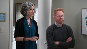 Modern Family Season 9 : He Said, She Shed