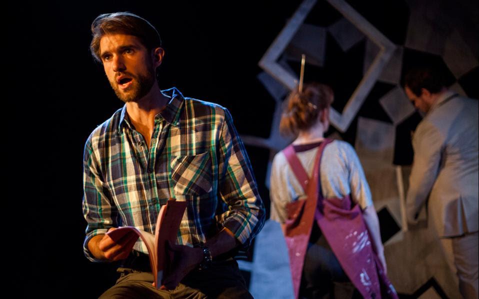 Σκηνή από την όπερα του Σπύρου Σύρμου «The Blank Canvas», που παίζεται στο Λονδίνο