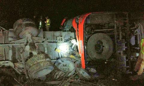 Hình ảnh Tai nạn thảm khốc trên cao tốc Pháp Vân: Xe khách chạy 93km/h số 1