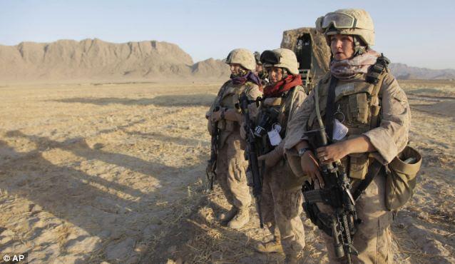 Como o Pentágono integra soldados do sexo feminino em todas as unidades de combate para a frente, as mulheres em uniforme provavelmente vai entrar na Síria ao lado dos homens, o que levou um choque de culturas do Oriente Médio incomum