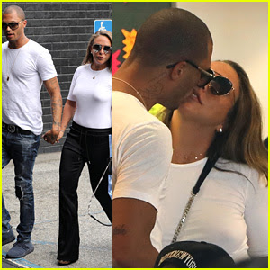 'Hot Felon' Jeremy Meeks & Chloe Green Share a Kiss While Shopping at Her Store
