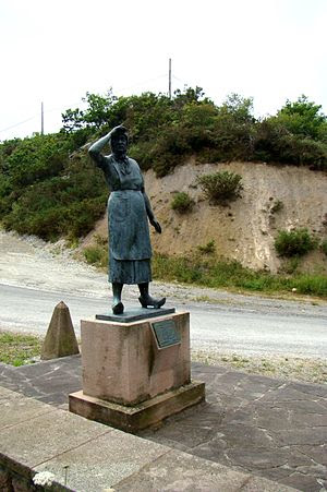 Monument to the mothers of the emigrants in Sa...