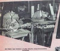 Imagem publicada no número 395 de O Mundo de Aventuras, de 7 de Março de 1957, onde se pode observar, de acordo com a legenda, dois dos desenhadores «da casa», José Antunes e Carlos Alberto, sentados junto aos estiradores onde trabalhavam. Clique para aumentar.