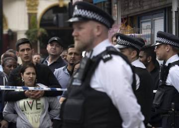 Amor a Londres alrededor del cordón policial