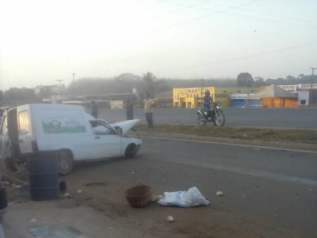 Acidente em BR deixou condutor ferido em São Miguel do Guaporé (Foto: Rotacomando/Reprodução)