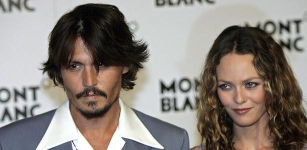 O ator Johnny Depp e sua esposa, a cantora francesa Vanessa Paradis, participam de evento em imagem de 2006