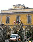 l'ingresso del Pio Albergo Trivulzio a Milano