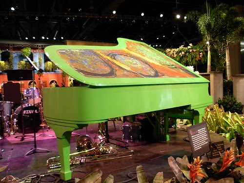 Dale Chihuly piano