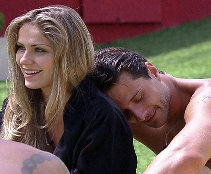 Muito próximos na casa, ela e Ronaldo negam que tenham ficado (Foto: TV Globo)