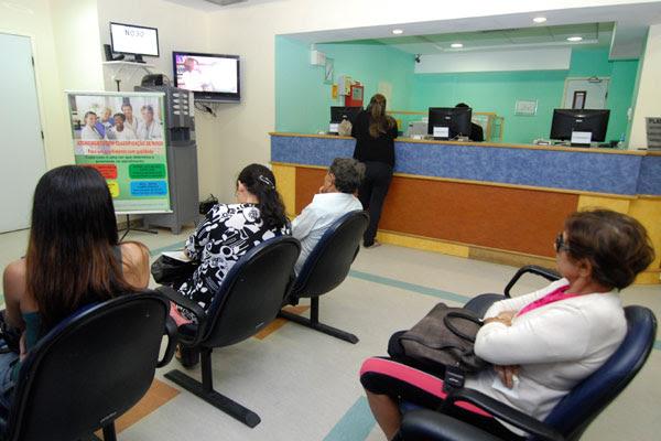 Sala de espera em hospital particular: reajuste afeta contratos de 8,8 milhões de consumidores