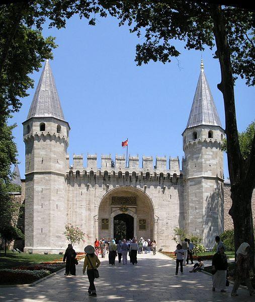 Dosya:Gate of Salutation Topkapi Istanbul 2007 Pano.jpg