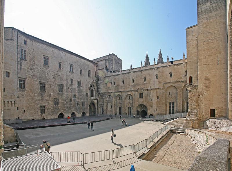 File:Cour d'honneur, palais neuf par JM Rosier.jpg