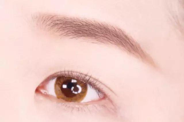 Hướng dẫn chi tiết từng bước một với 4 kiểu eyeline thanh mảnh sắc nét dành cho nàng mới tập tành kẻ mắt - Ảnh 4.