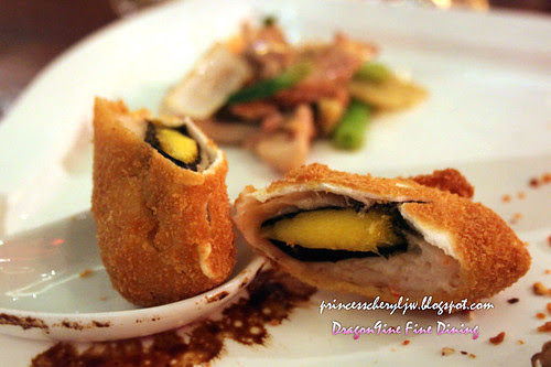 Dragon9ine mango prawn spring roll