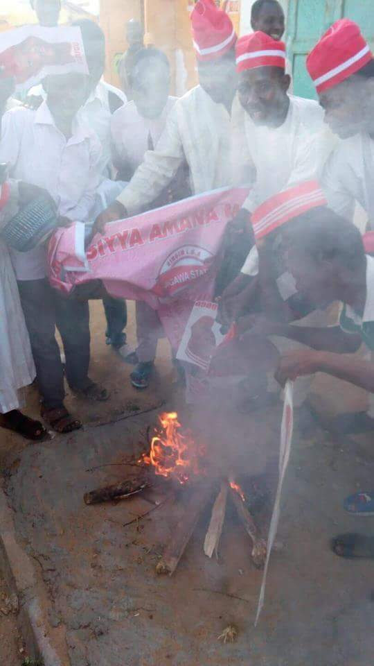 Defection: Some Kwankwaso's Supporters Dump Him, Burn Their Red Caps (Photos)