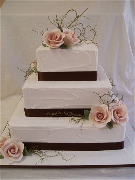 25  best ideas about Square Wedding Cakes on Pinterest
