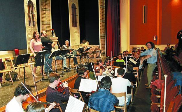 Director local. José Antonio Irastorza dirigirá de nuevo a la Orquesta Luis Mariano. / F. DE LA HERA