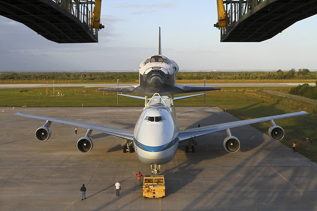 Discovery Atop SCA (KSC-2012-2257)
