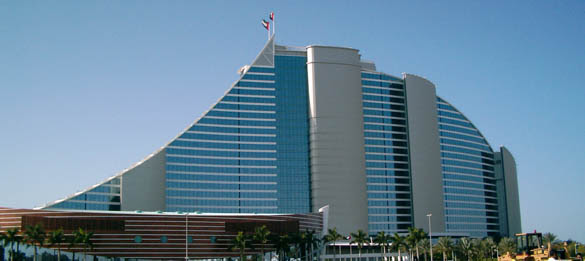 http://www.mydubaitravel.co.uk/images/jumeirah-beach-hotel-dubai-2.jpg