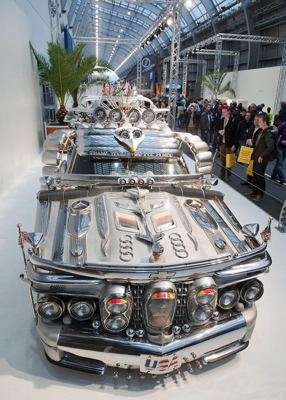 Uma limusine feita de ferro-velho que vale 1 milhão de dólares 06