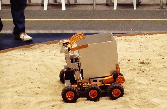 Robô da equipe Droid quer deixar as praias limpas (Foto: Reprodução)
