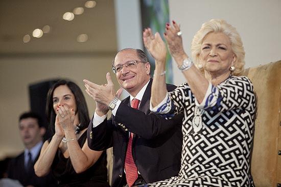 Mesmo com aval de Lu Alckmin, governador não deu selinho na apresentadora Hebe durante ato da campanha do agasalho
