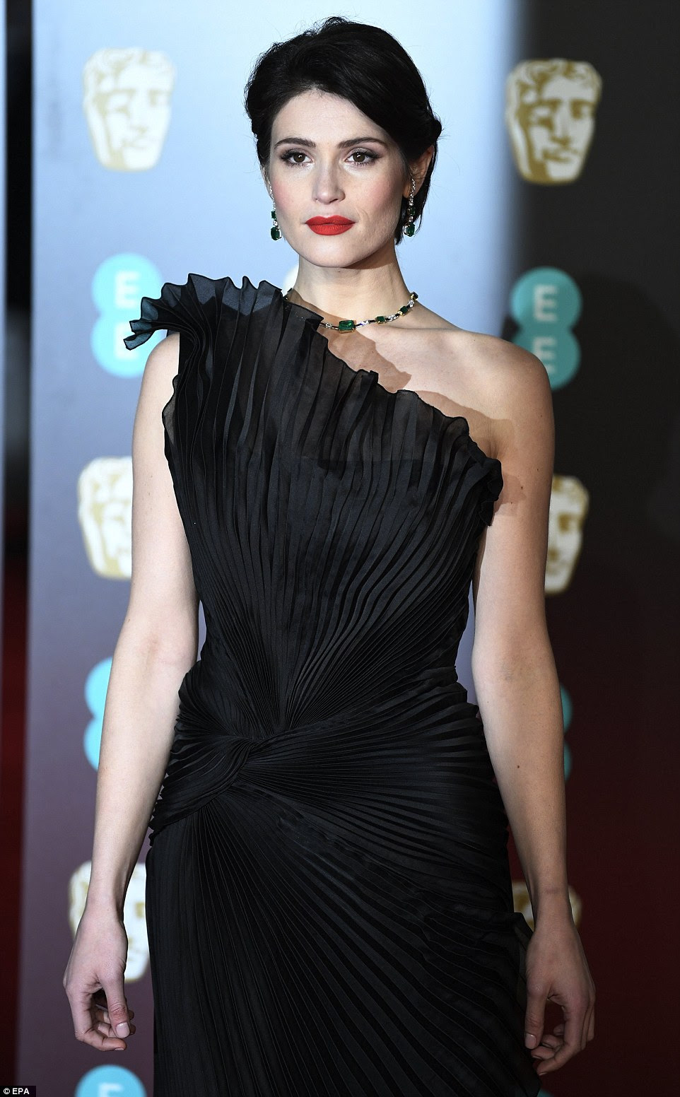 Glamour: A estrela mostrou suas curvas tonificadas no vestido elegante e ruffled