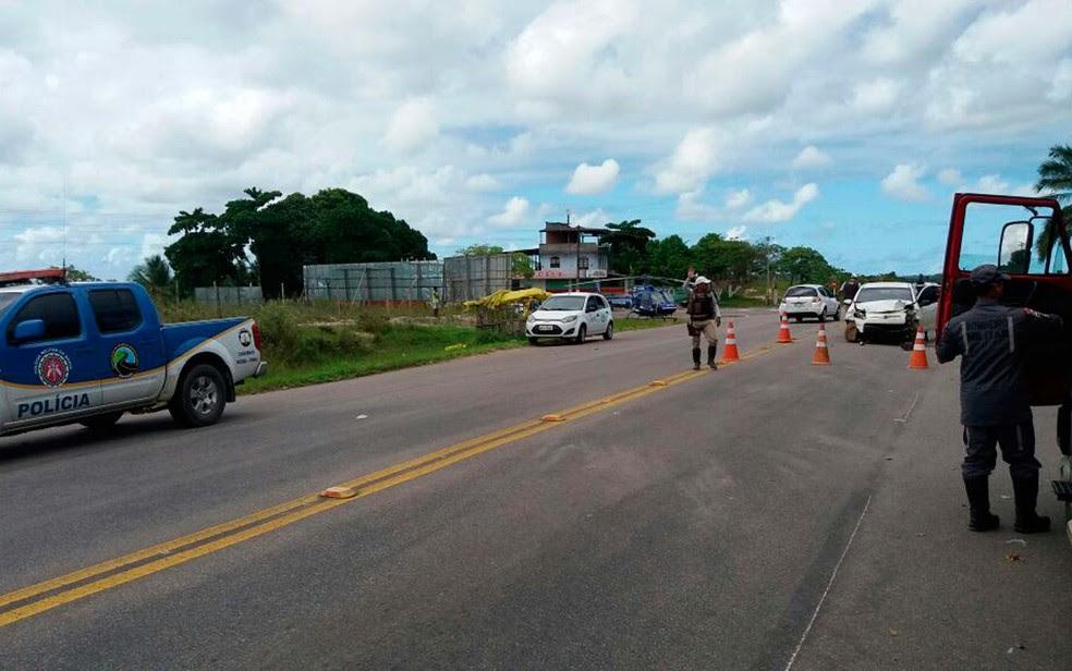 Acidente em Salinas da Margarida deixou quatro mortos no final da manhã deste sábado (Foto: Divulgação/Graer)